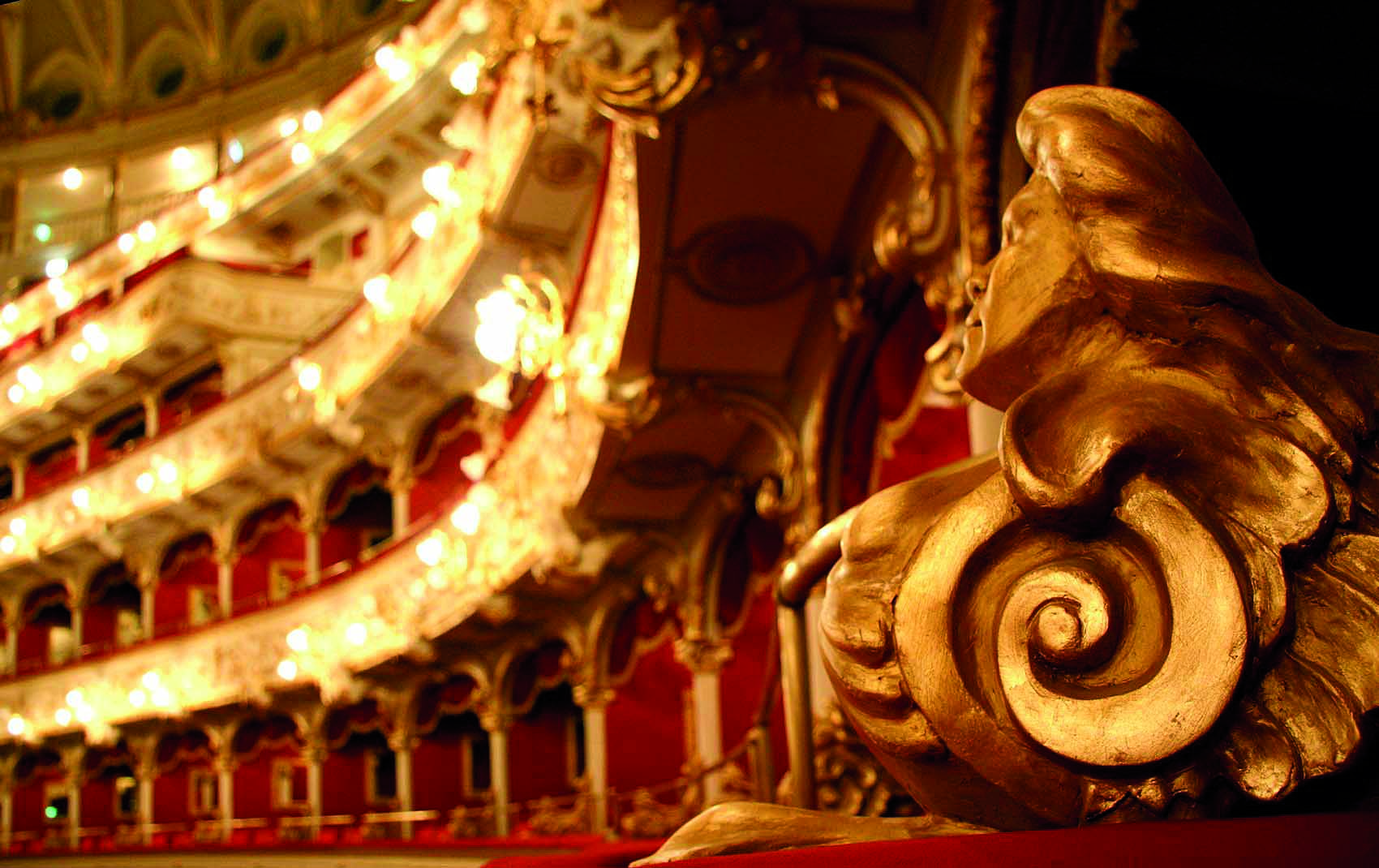 TOUR OF PETRUZZELLI OPERA HOUSE